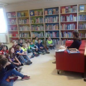 Tretješolci v knjižnici Pekre
